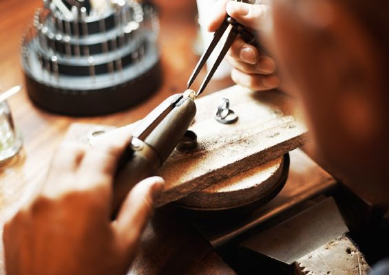 jeweler working 565x400 2