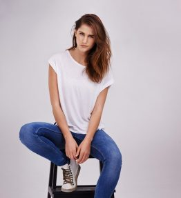 model-wearing-white-t-shirt