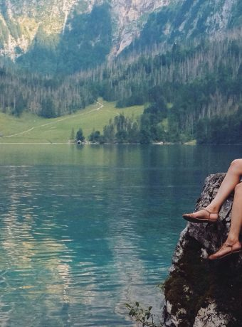 girl-at-lake