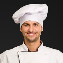 Senior Chef Trained by Antonella and Fabrizio, he leads the team of weekend line chefs.